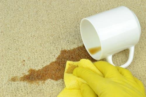 kaffeeflecken entfernen erfolgreiche hausmittel und tipps. Black Bedroom Furniture Sets. Home Design Ideas