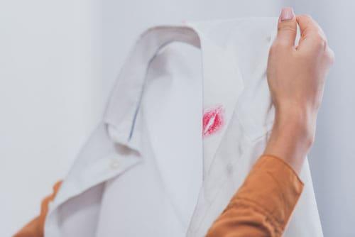 Make Up Flecken Entfernen Effektive Flecklösung Mit Hausmitteln